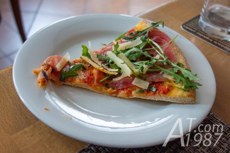 Pizza – Ruchetta e formaggi piccante at Trattoria o sole mio
